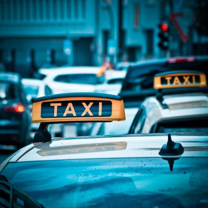 taxi-1515423_1920